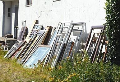 Alte Türen und Fenster