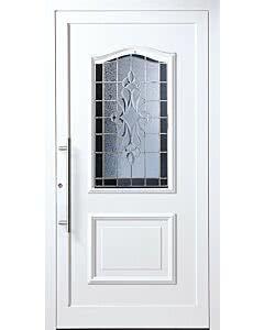 Bleiverglasung B31 Facettenmotiv, Eisblumenglas und Antik 75 dunkelblau, Edelstahl-Stangengriff. Die Abbildung zeigt die Tür in Ausführung Glasfalz.