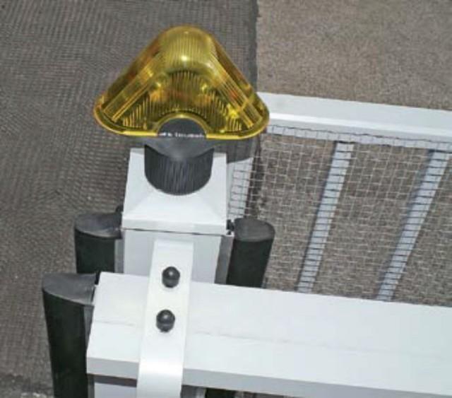 Tousek Sicherheitsleiste beispielhafte Ausstattung